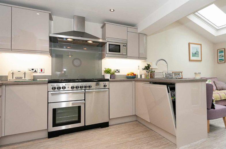 Hayley-handless kitchens