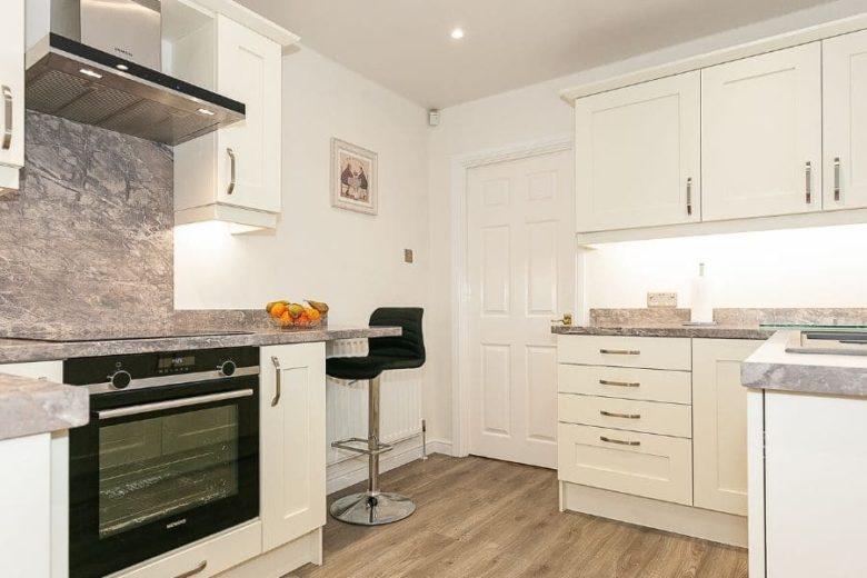 cream-kitchen-breakfast-area