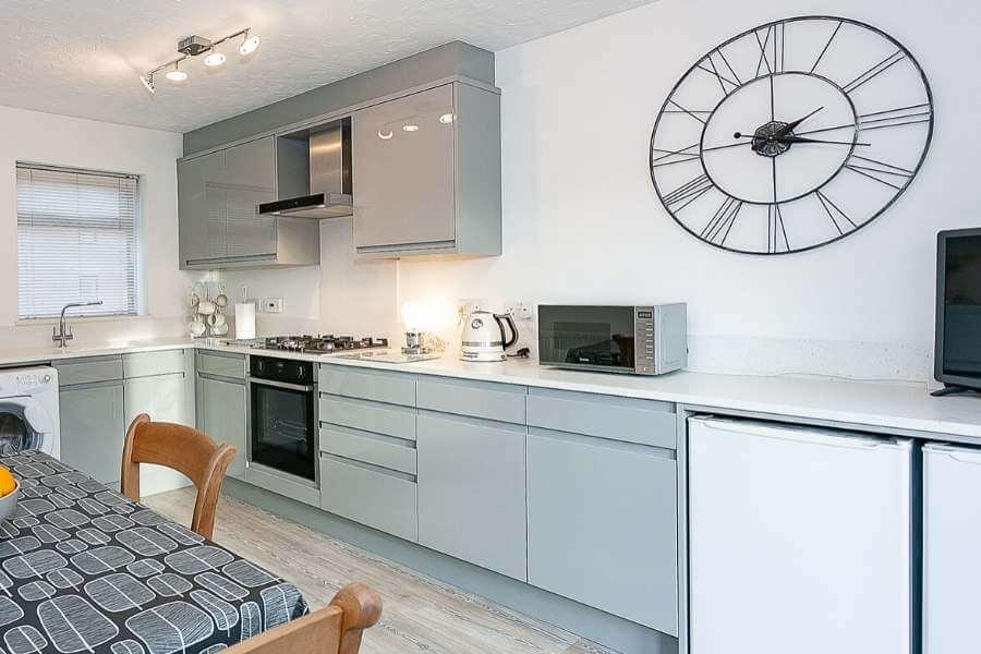 light-grey-high-gloss-kitchen