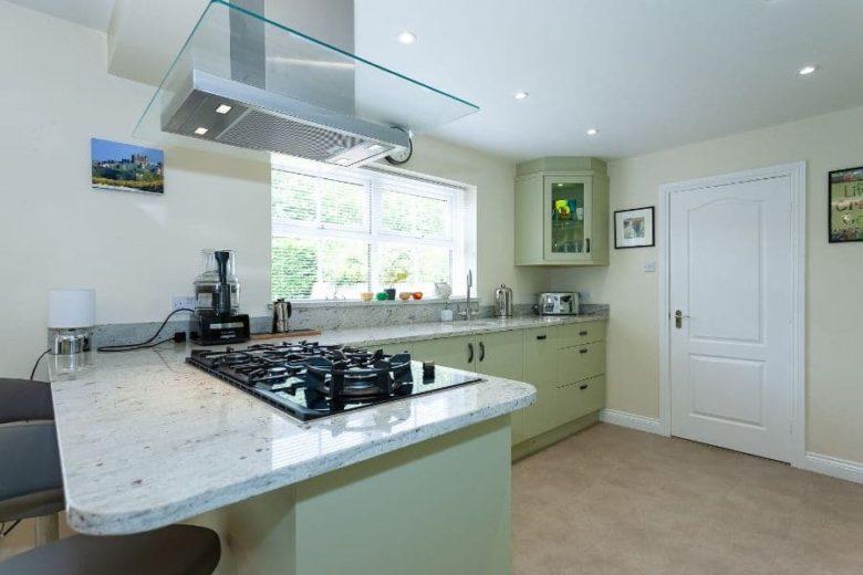 Green-kitchen-units